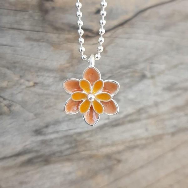 Kette mit Blüte